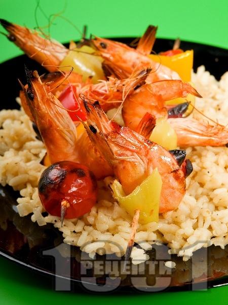 Плодово-зеленчукови шишчета със скариди на скара - снимка на рецептата